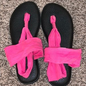 Hot pink Sanuks